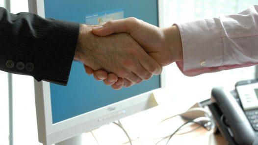Der Weg zum erfolgreichen Unternehmer - handshake 440959 1920 - Themen-Radio