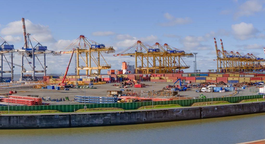 Exportfinanzierung leicht gemacht - container terminal 3778461 1920 - Themen-Radio